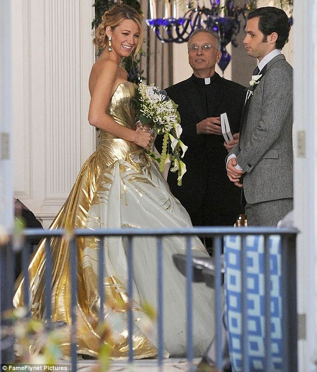 Gossip girl season 6 the final season street collection for Last season wedding dresses